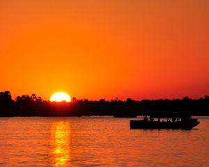 Solnedgang over Zambezi-floden - www.rejsecenterdjursland.dk