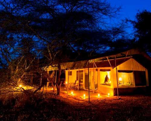 En rejse i Tanzania - Aftenhygge i lejren - www.rejsecenterdjursland.dk